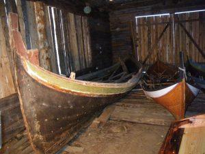 båten står i naustet